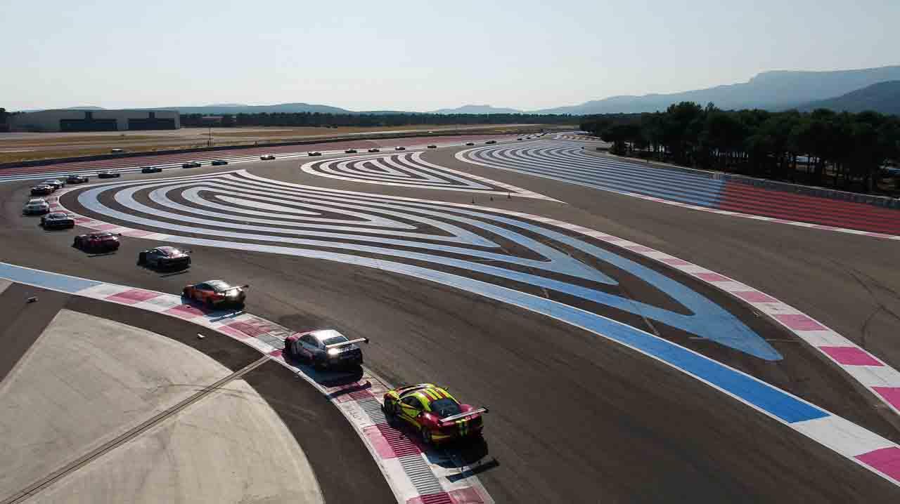 Vue en drone course automobile